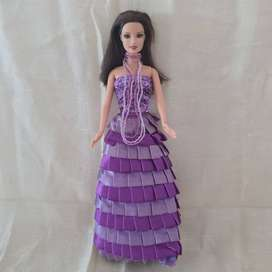 BARBIE COLLECTIBLE ITEM WITH HANDMADE DESIGNER'S DRESS