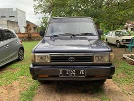 Toyota Kijang (Innova?) 1993