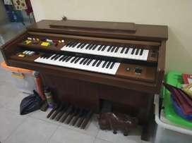 Piano Antik merk Yamaha