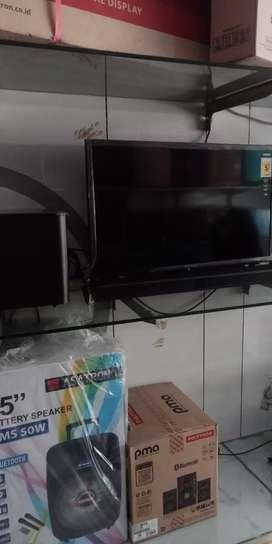 "LED tv polytron 32"" cinemax soundbarr"