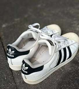 Sepatu merk adidas