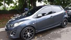 Dijual Mazda 2 R A/T Abu-abu, STNK Feb 2020