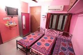 AC ACOMODATION FOR MEN NEAR DLF IT PARK 3500RS WITH ALL FACILITIES