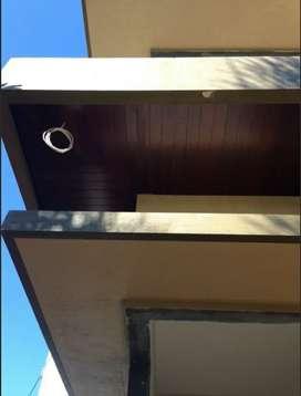 Plafon kayu/dinding kayu/pagar kayu/decking kayu/sekat ruang/partisi