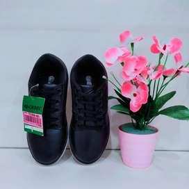 Sepatu sekolah anak-anak
