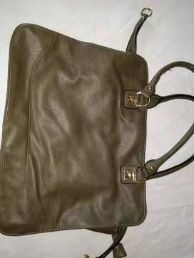 Green big purse with shoulder strap