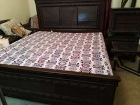 Bed set with 2 side tables & dressing table