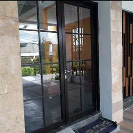 Pintu kaca dan kusen alumunium
