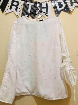 The excutive baju atasan putih