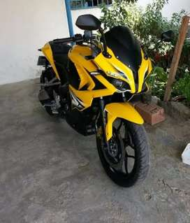 Bajaj pulsar 200 RS ABS Yellow