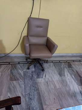Full Size Revolving Office Chair VIP Condition