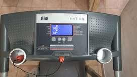 Physique 068 motorized Treadmill