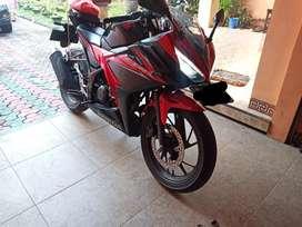 Honda CBR 150 hitam-merah
