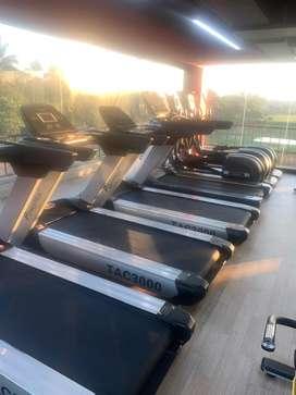 Heavy duty commercial treadmill