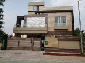 Top class 10 marla new Luxury house for sale in Bahria Town Lahore