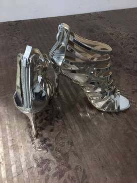 High heels silver shoes