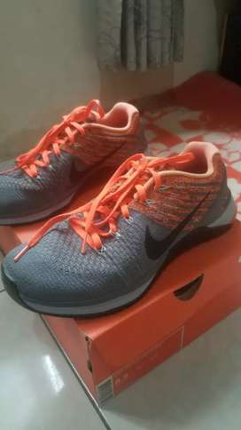 Sepatu training / running nike original