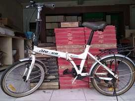 Dijual Sepeda Lipat Aleoca Ukuran 20 Warna Putih Siap Pakai