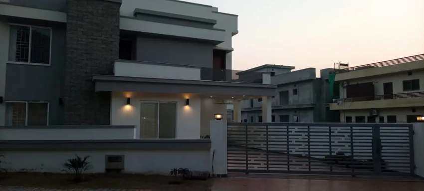 14 Marla corner house for sale bahria town 0