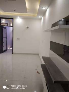3bhk builder floor ready to move metro distance 700mtr