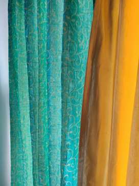 Curtains for Window 1 set - 2 curtains)