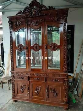 Lemari hias mewah pintu 3,motif ukiran, bahan kayu jati asli 100%