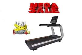 NEW COMMERCIAL TREADMILL  WITH 240 KG USER EIGHT