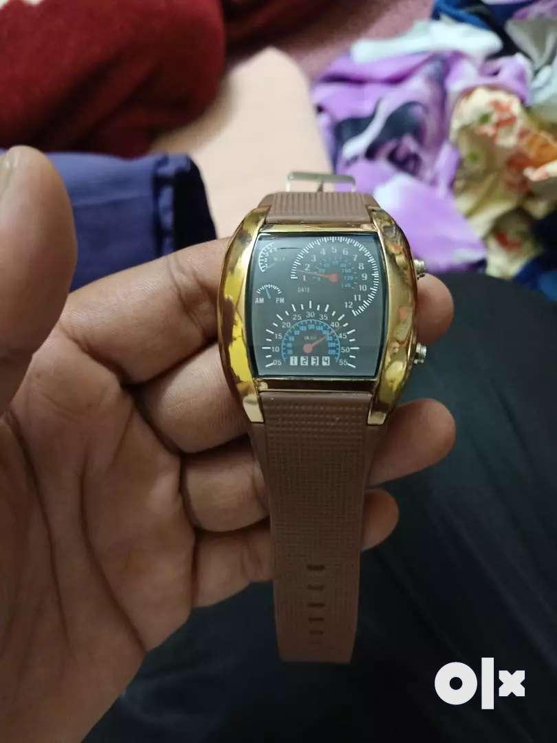 Digital watch 0