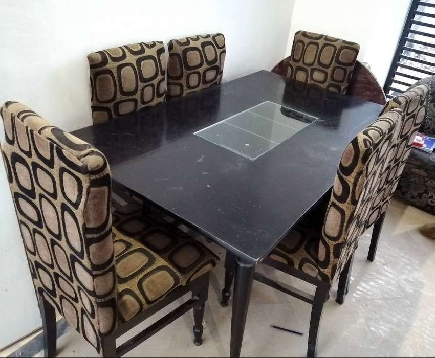 6 chaired dining table in immaculate condition 0
