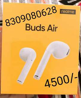 REALME sealed WIRELESS BLUTOOTH AIR BUDS WITH (1) YEAR WARRANTY