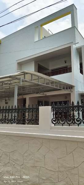 3 B H K SEMI FURNISHED FIRST FLOOR HOUSE FOR RENT IN SASTHAMANGALAM .