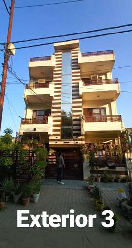 Spacious 3bhk builder floor with on paper roof right