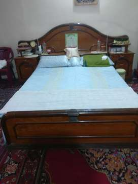 Bet with mattress and dressing table