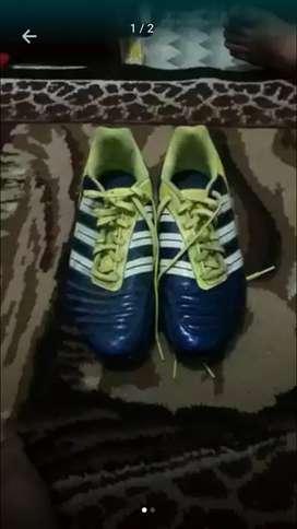 jual sepatu sepak bola  adidas