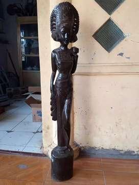 Barang antik patung kayu ukuran besar