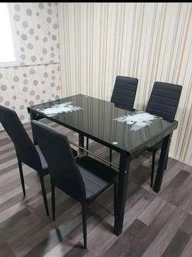 Meja makan kaca temperd glass