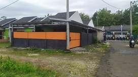 Disewakan rumah garasi dan halam luas