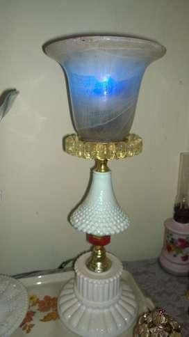 Lampu tidur bahan kristal sabun kombinasi.