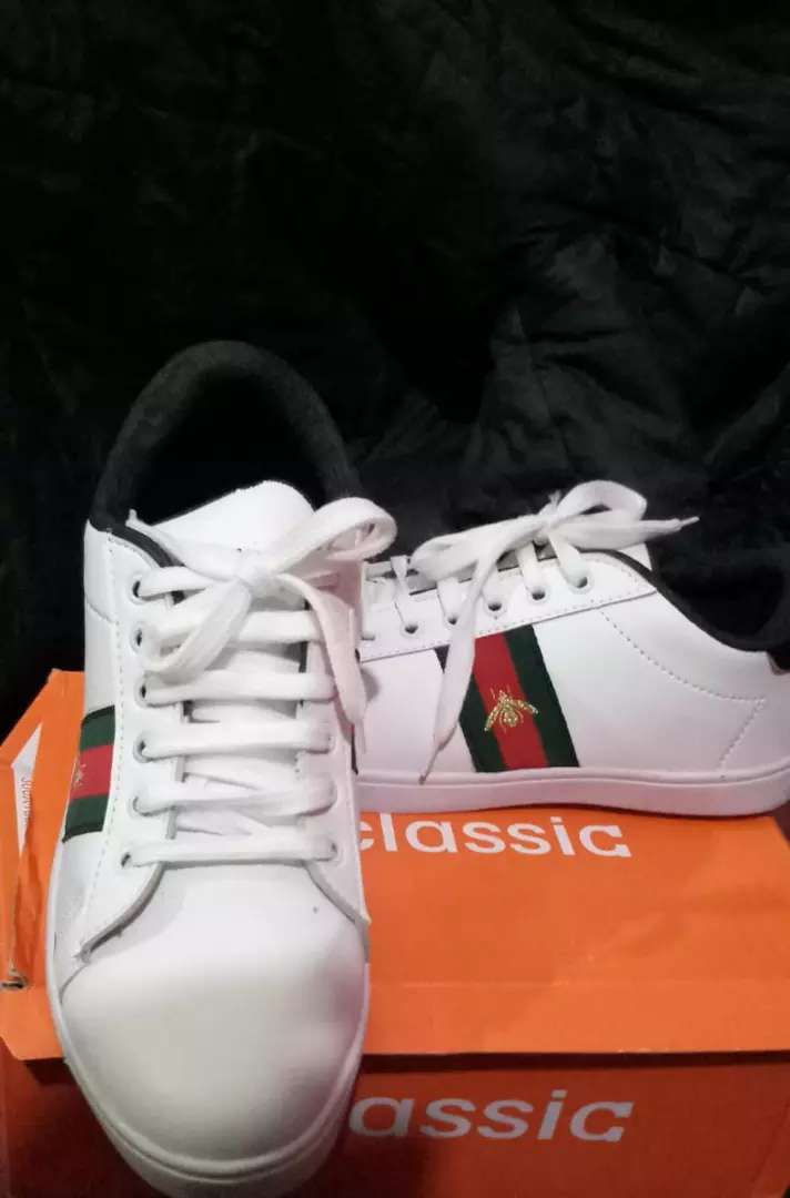 New white Sneakers 0