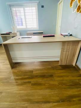 Office Table/ Exectuive Table / Reception Desk Brand new condition