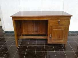 Meja kantor mini jati ukiran mini satu pintu 26u8