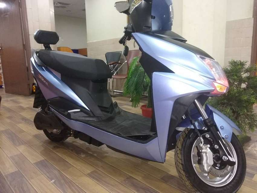 FULLY ELECTRIC SCOOTY 0