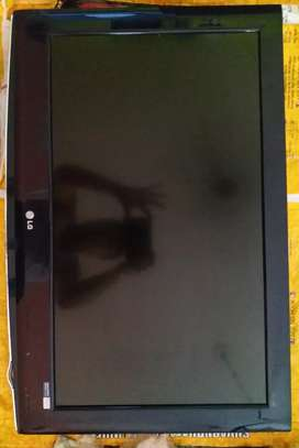 """LG 32"""" FULL HD LCD +Dish tru Hd (plus) Recorder with USB  with remote"""
