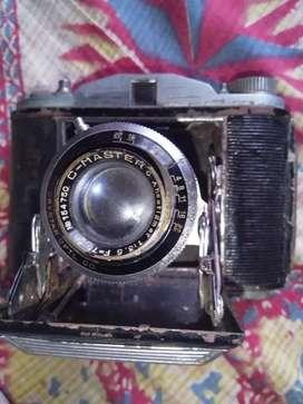 Crystar camera antic piece.