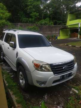 Everest 2010 4x4 Manual Putih