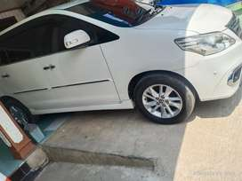 Dijual mobil inova v matic luxury 2013