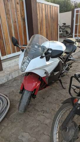 Hyosung gt250r in mint condition i want too sell my bike