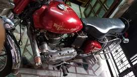 Royal Enfield bullet 350 In a mint condition Showroom bullet