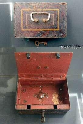 Kotak penyimpanan kuno asli lengkap ada kunci barang utuh