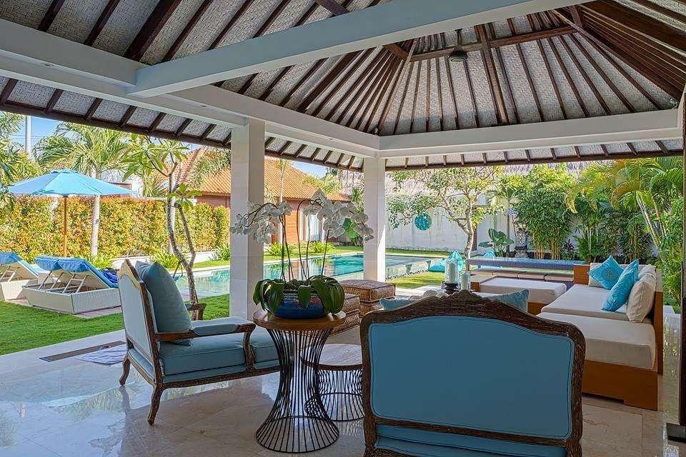 villa cantik dg taman luas di sanur, 10 mnt ke pantai